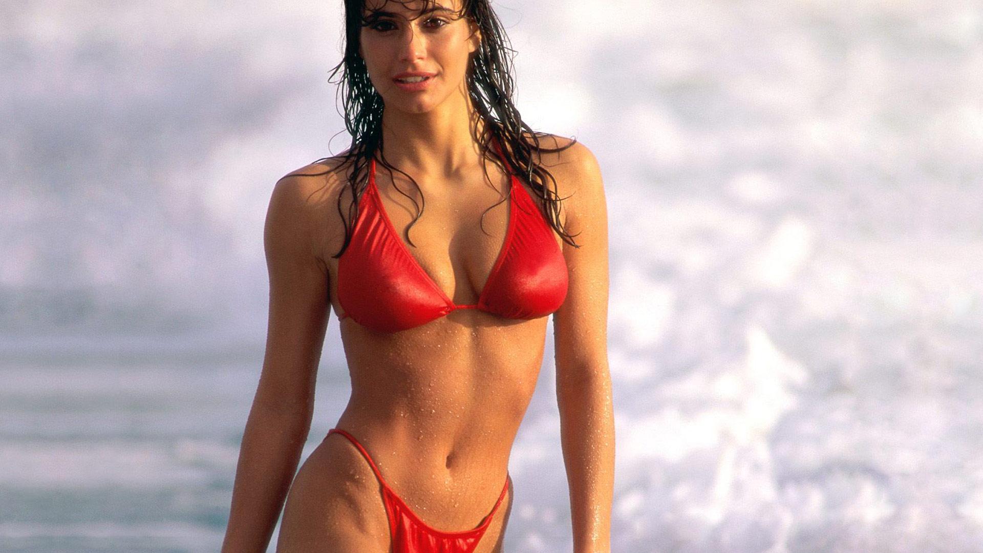 Фото девушки в купальниках 90 х 18 фотография